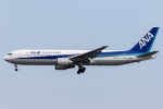 mototripさんが、成田国際空港で撮影した全日空 767-381/ERの航空フォト(写真)