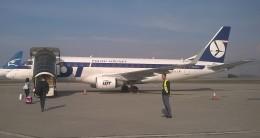 michi2さんが、ポドゴリツァ空港で撮影したLOTポーランド航空 ERJ-170-200 LR (ERJ-175LR)の航空フォト(飛行機 写真・画像)