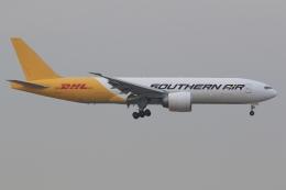 ぽんさんが、香港国際空港で撮影したサザン・エア 777-FZBの航空フォト(飛行機 写真・画像)
