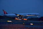 厦龙さんが、成田国際空港で撮影したカタール航空 777-3DZ/ERの航空フォト(写真)