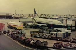 ヒロリンさんが、ロンドン・ヒースロー空港で撮影したブリティッシュ・エアウェイズ 737-236/Advの航空フォト(飛行機 写真・画像)