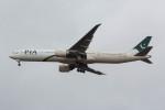 Koenig117さんが、ロンドン・ヒースロー空港で撮影したパキスタン国際航空 777-340/ERの航空フォト(写真)
