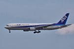 yabyanさんが、成田国際空港で撮影した全日空 767-381/ERの航空フォト(写真)