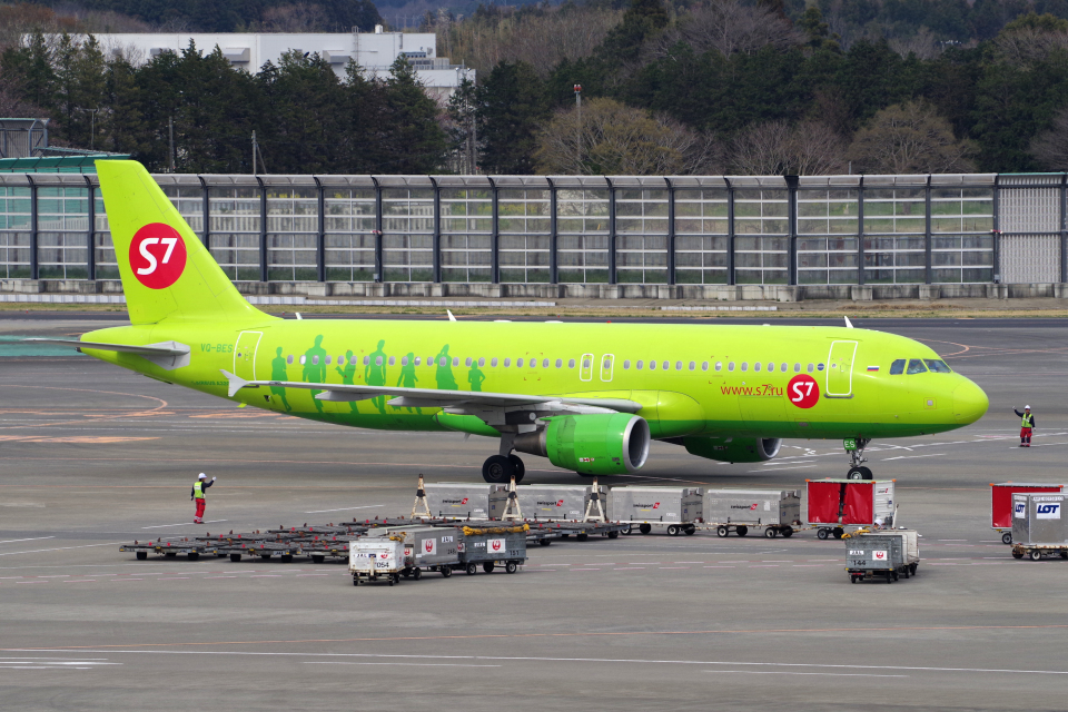 yabyanさんのS7航空 Airbus A320 (VQ-BES) 航空フォト