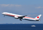 じーく。さんが、羽田空港で撮影した航空自衛隊 777-3SB/ERの航空フォト(写真)