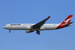 ★azusa★さんが、シンガポール・チャンギ国際空港で撮影したカンタス航空 A330-303の航空フォト(写真)