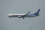 KKiSMさんが、香港国際空港で撮影した全日空 767-381/ERの航空フォト(写真)