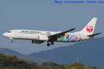 いおりさんが、福岡空港で撮影した日本航空 737-846の航空フォト(写真)