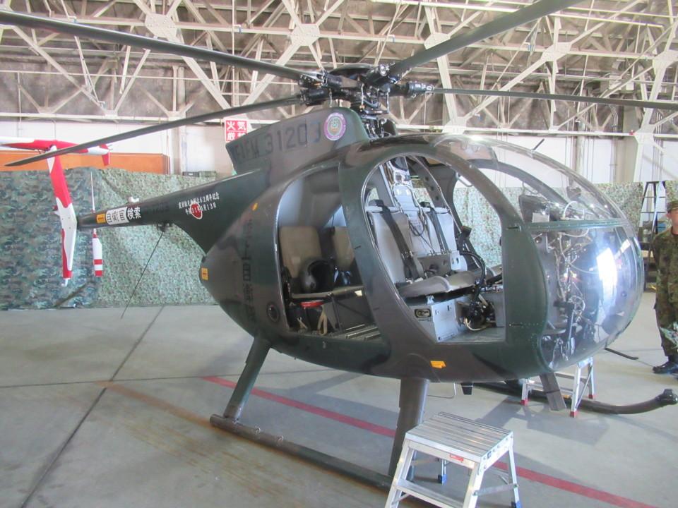 ランチパッドさんの陸上自衛隊 Kawasaki OH-6D (31203) 航空フォト