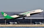 SKY TEAM B-6053さんが、関西国際空港で撮影したエバー航空 777-F5Eの航空フォト(写真)