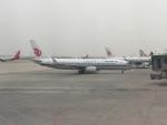 FlyHideさんが、西安咸陽国際空港で撮影した中国国際航空 737-89Lの航空フォト(写真)