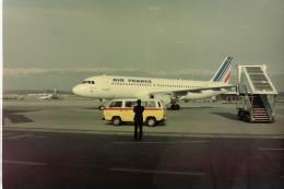 ヒロリンさんが、ジュネーヴ・コアントラン国際空港で撮影したエールフランス航空 A320-111の航空フォト(飛行機 写真・画像)