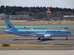 KAZFLYERさんが、成田国際空港で撮影した大韓航空 A220-300 (BD-500-1A11)の航空フォト(写真)
