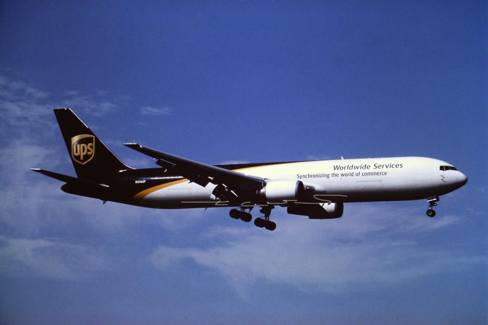 tassさんのUPS航空 Boeing 767-300 (N306UP) 航空フォト