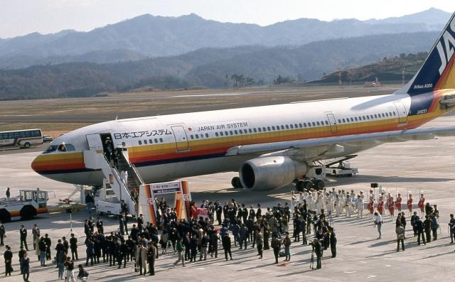 日本エアシステム Airbus A300B4 JA8237 高松空港 航空フォト   by ...