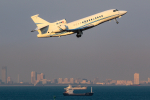KAMIYA JASDFさんが、羽田空港で撮影したSwiss Global Jet Management Falcon 7Xの航空フォト(写真)