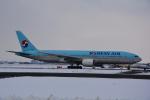 LEGACY-747さんが、新千歳空港で撮影した大韓航空 777-2B5/ERの航空フォト(飛行機 写真・画像)