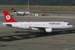kinsanさんが、ミラノ・マルペンサ空港で撮影したターキッシュ・エアラインズ A320-214の航空フォト(写真)
