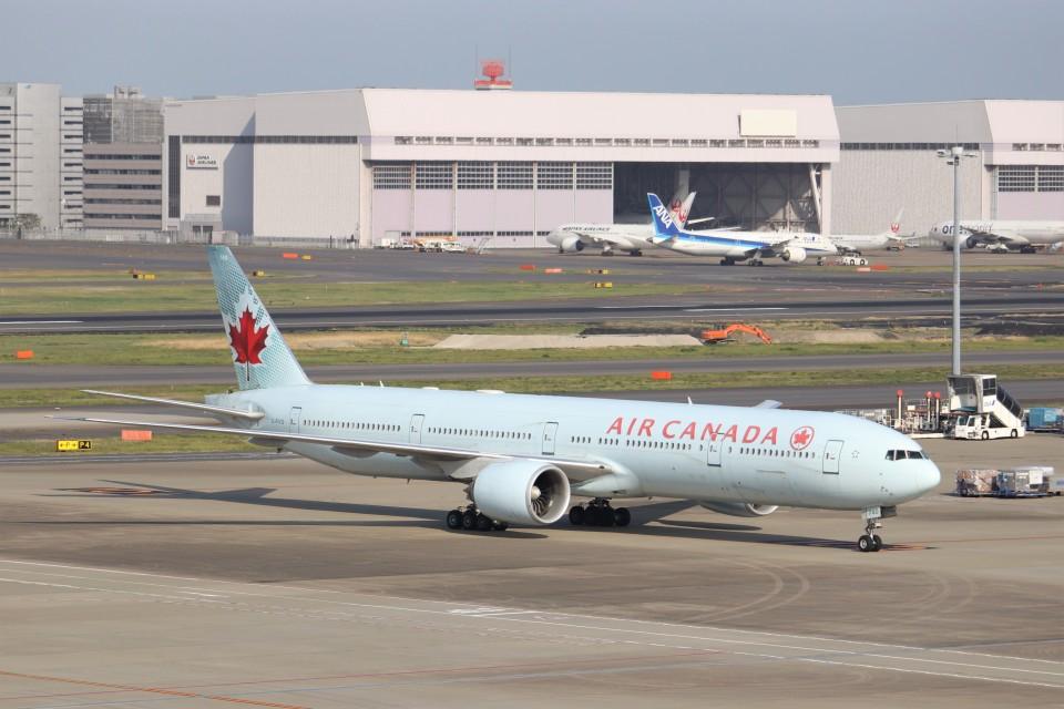 KAZFLYERさんのエア・カナダ Boeing 777-300 (C-FIVQ) 航空フォト