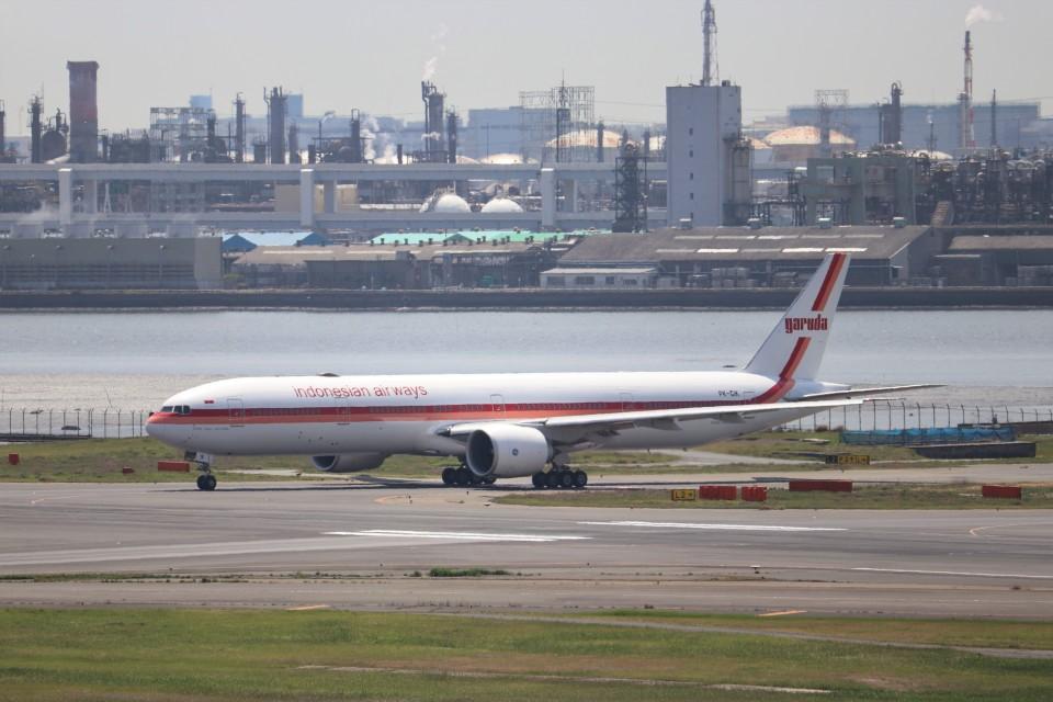 KAZFLYERさんのガルーダ・インドネシア航空 Boeing 777-300 (PK-GIK) 航空フォト