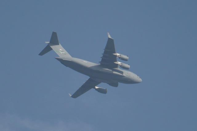 cornicheさんが、アル・ウデイド空軍基地で撮影したアメリカ空軍 C-17A Globemaster IIIの航空フォト(飛行機 写真・画像)