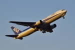 frappéさんが、福岡空港で撮影した全日空 767-381の航空フォト(写真)