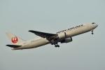 frappéさんが、福岡空港で撮影した日本航空 767-346/ERの航空フォト(写真)