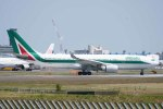 Re4/4さんが、成田国際空港で撮影したアリタリア航空 A330-202の航空フォト(写真)