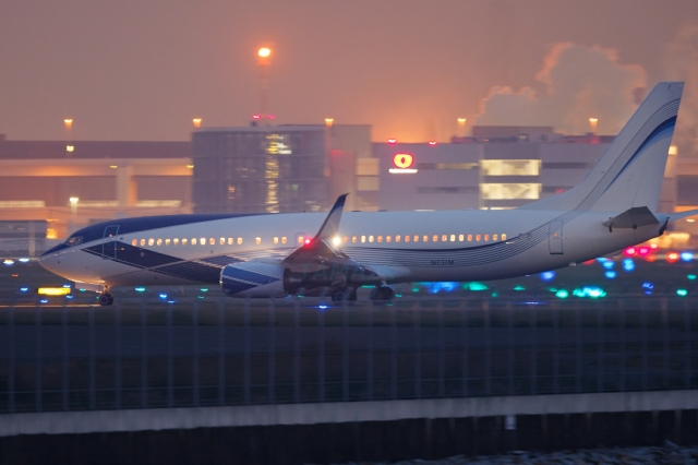 多摩川崎2Kさんが、羽田空港で撮影したEIEイーグル 737-8EQ BBJ2の航空フォト(飛行機 写真・画像)