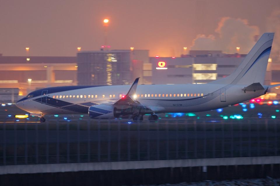 多摩川崎2KさんのEIEイーグル Boeing 737-800 (N737M) 航空フォト