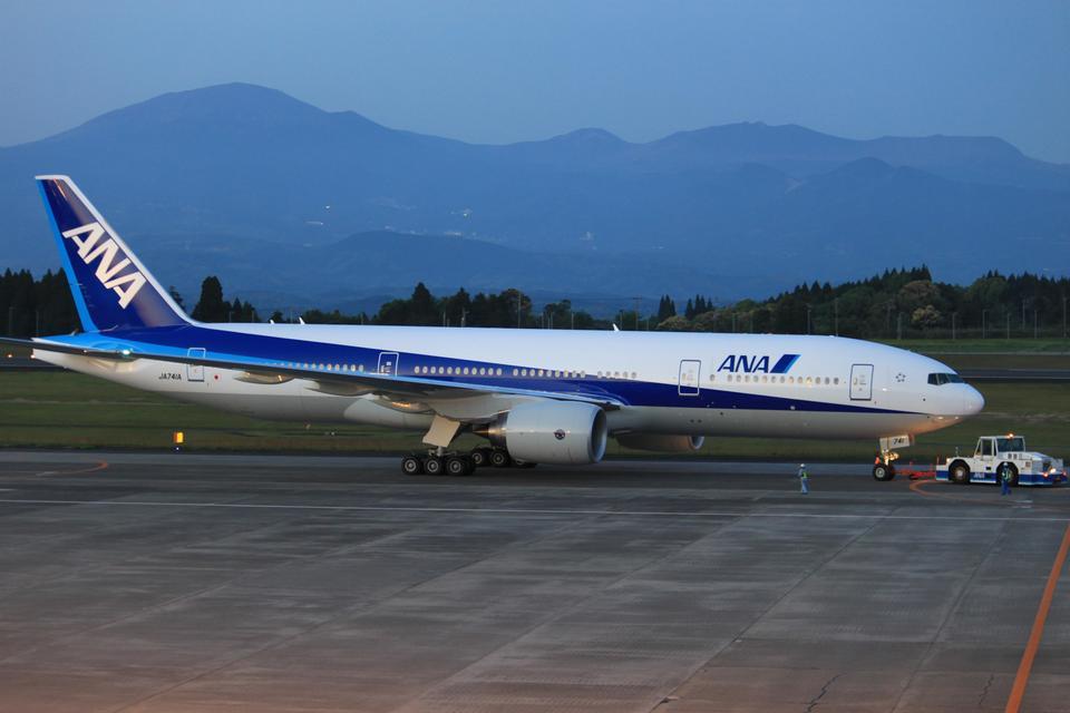 Kuuさんの全日空 Boeing 777-200 (JA741A) 航空フォト