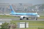 委員会の老人さんが、福岡空港で撮影した大韓航空 A220-300 (BD-500-1A11)の航空フォト(写真)