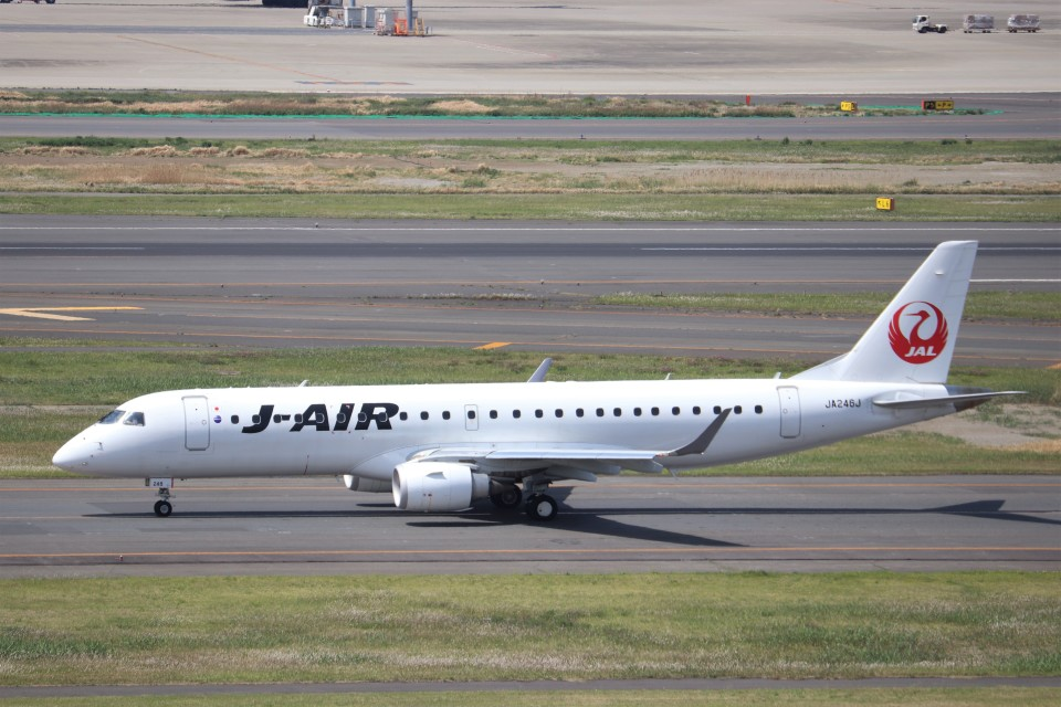 KAZFLYERさんのジェイ・エア Embraer ERJ-190 (JA246J) 航空フォト