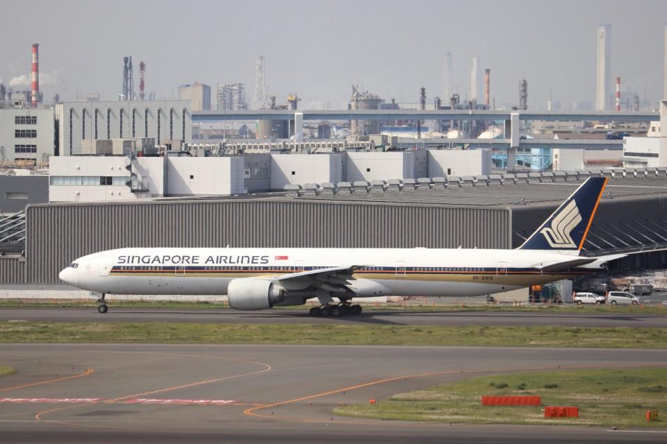 KAZFLYERさんのシンガポール航空 Boeing 777-300 (9V-SWG) 航空フォト