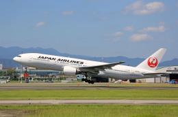 ひろえもんさんが、福岡空港で撮影した日本航空 777-246の航空フォト(飛行機 写真・画像)