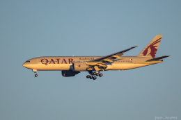 ぱん_くまさんが、成田国際空港で撮影したカタール航空 777-2DZ/LRの航空フォト(飛行機 写真・画像)