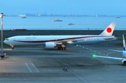 青春の1ページさんが、羽田空港で撮影した航空自衛隊 777-3SB/ERの航空フォト(写真)