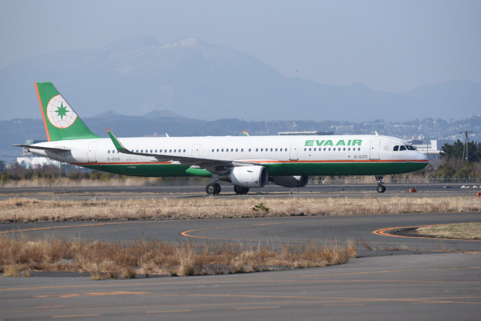 kumagorouさんのエバー航空 Airbus A321 (B-16215) 航空フォト