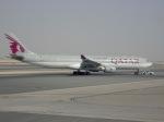 cornicheさんが、ドーハ・ハマド国際空港で撮影したカタール航空 A330-302の航空フォト(飛行機 写真・画像)