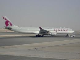 cornicheさんが、ドーハ・ハマド国際空港で撮影したカタール航空 A330-302の航空フォト(写真)