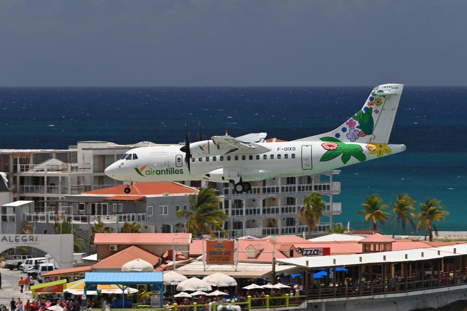 nobu2000さんのエア・アンティル・エクスプレス ATR 42 (F-OIXO) 航空フォト