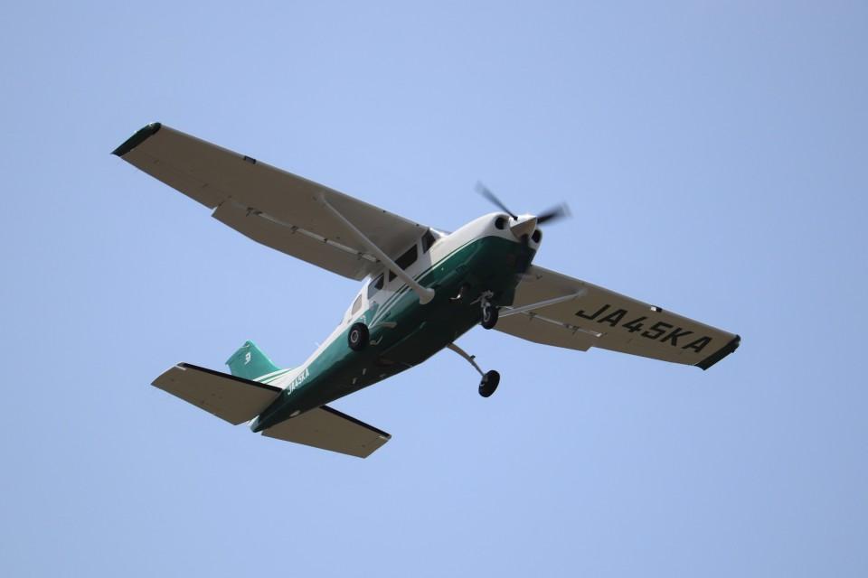 KAZFLYERさんの共立航空撮影 Cessna 206 (JA45KA) 航空フォト