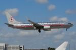 ぼんやりしまちゃんさんが、マイアミ国際空港で撮影したアメリカン航空 737-823の航空フォト(写真)