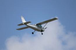 KAZFLYERさんが、調布飛行場で撮影した朝日航空 172P Skyhawkの航空フォト(飛行機 写真・画像)