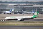KAZFLYERさんが、羽田空港で撮影したエバー航空 A330-302の航空フォト(飛行機 写真・画像)