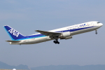 アイトムさんが、岩国空港で撮影した全日空 767-381/ERの航空フォト(写真)