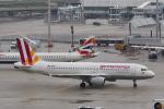 starlightさんが、ミュンヘン・フランツヨーゼフシュトラウス空港で撮影したユーロウイングス A320-211の航空フォト(写真)