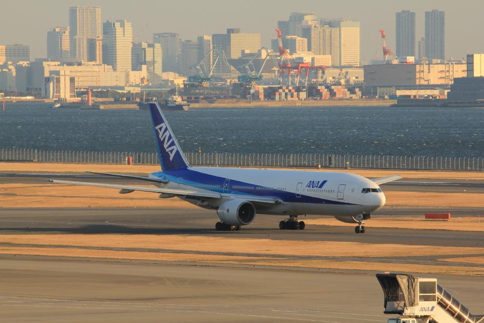 ふじいあきらさんの全日空 Boeing 777-300 (JA753A) 航空フォト