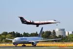 ポン太さんが、成田国際空港で撮影したマン島企業所有 EMB-135BJ Legacy 650の航空フォト(写真)