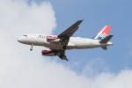 Koenig117さんが、ロンドン・ヒースロー空港で撮影したエア・セルビア A319-132の航空フォト(写真)